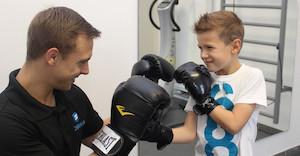 schwahn-personal-trainer-im-kindertraining